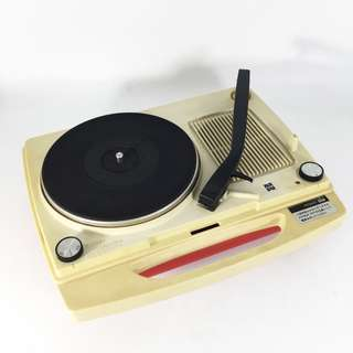 Retro! 70s National Portable Turntable (NPT-01-0318-76)