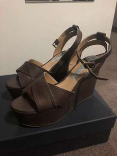 Tony Bianco brown wedges size 6