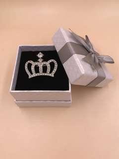 全新 韓版小皇冠閃石胸針連禮盒