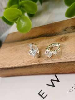 🚚 #易扣設計超好戴耳環 整個925純銀製、不過敏 🦋🦋🦋現特價$1250