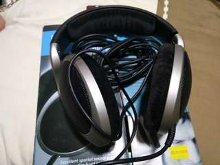 Sennheiser HD555 headphone