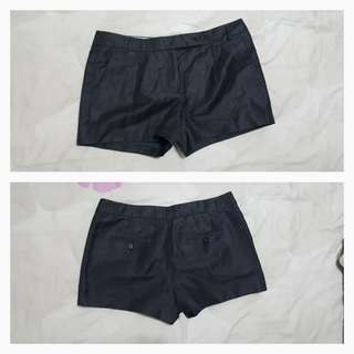 J. Crew grey shorts size 2~ used in mint condition ~ No flaws. 2 front pockets and two rear pockets.