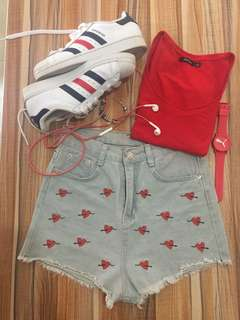 Highwaisted ❤️ embroidery short🌼(size 26)