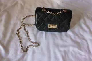 Flapbag chain in black