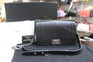 Chanel Boy Chevron Quilted Old Medium Black Calfskin Leather Shoulder Bag