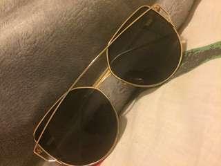 Black/Gold sun glasses