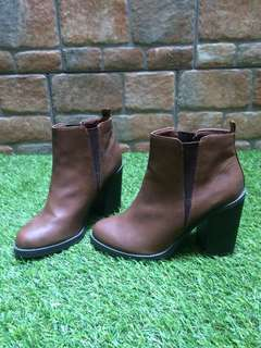 BOOTS WITH HEELS - NEW LOOK