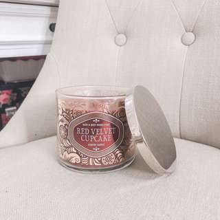 💚 Bath and body works 3 wick candle red velvet cupcake BBW