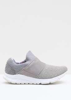 Sepatu Olahraga/ Sneakers
