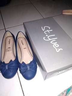 St Yves flatshoes never been used
