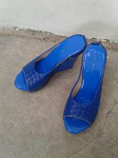 Wedges biru