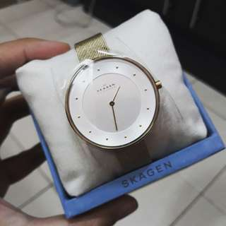 ON HAND: SKAGEN GITTE GOLD MESH WATCH