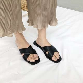 Crossed Straps Leather Surface Open Toes Trendy Slippers