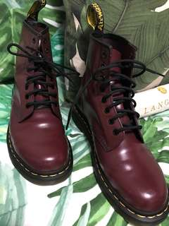 ALMOST NEW DR MARTENS