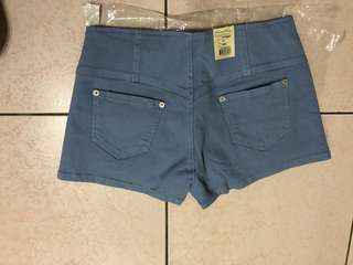 🚚 藍色短褲