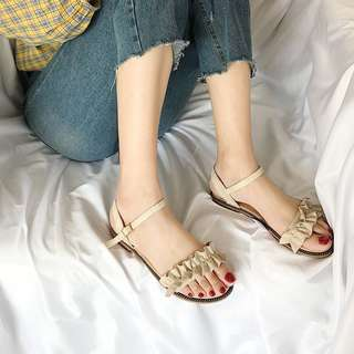 Mono-coloured Ruffled Straps Buckle Open Toes Sandals