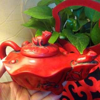 罕見老古收藏。山珊瑚茶壺擺件。整理到啥就分享不收藏了。嬌豔紅。