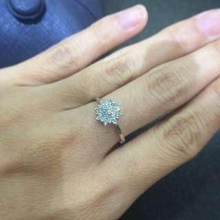 18K白金雪花鑽石戒指