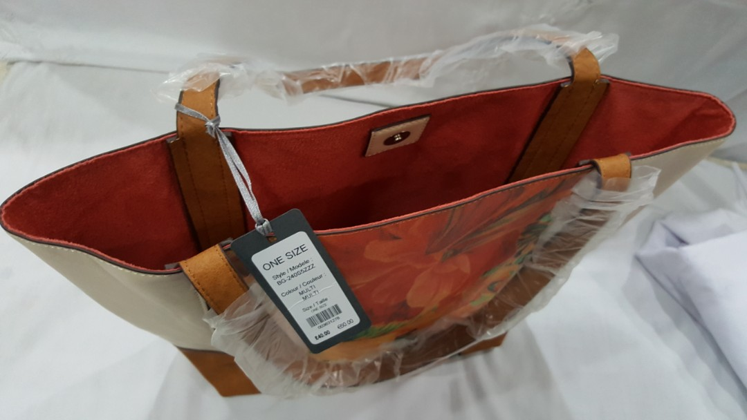 New Laura Ashley Tote Bag, Women s Fashion, Bags   Wallets on Carousell 62db221cbf