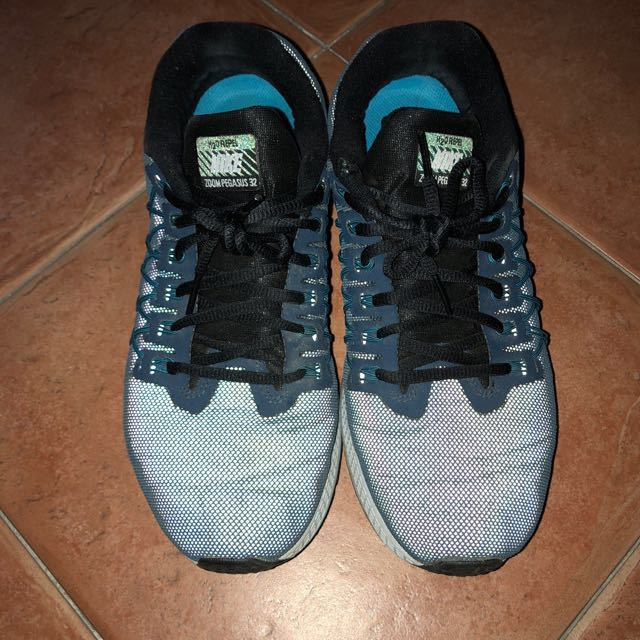competitive price 56fd6 3bbbf Nike Zoom Pegasus 32 (Flash Pack), Men s Fashion, Footwear, Sneakers ...