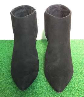 H&M Ladies zip- up ankle boot