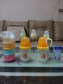 🚚 【🆕、✌、9成新】🍼奶瓶+四層奶粉盒-黃色小鴨+奶瓶刷✖8件
