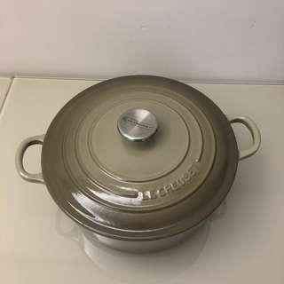 Le Creuset 24cm Round Nutmeg (二手)