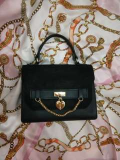 🚚 質感愛心釦手提包