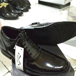 Sepatu pdh Pantofel dinas Harian