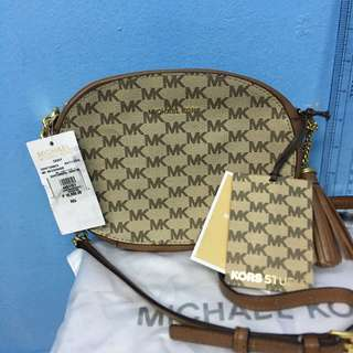 AUTHENTIC MK BAG at 50% OFF with tag! ❤️