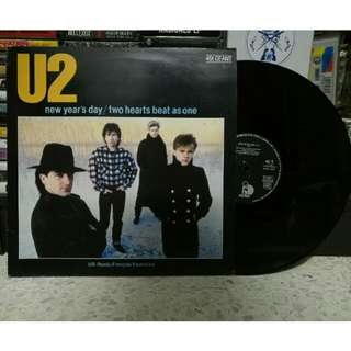 "U2 'New Years Day/Two Hearts Beat As One' 12"" vinyl single LP piring hitam"