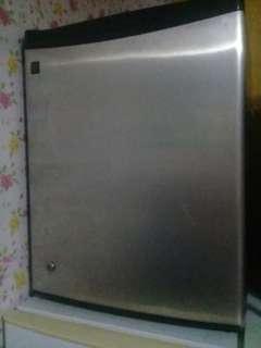 Personal refrigerator
