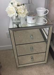 Mirrored nightstand side table