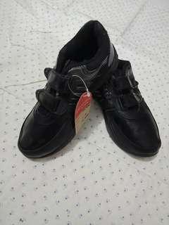 sepatu cowok hitam 31 33