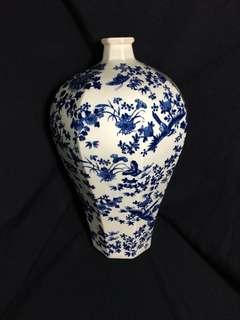 Republic Era B n W vase with birds n flowers 35cm high . 民國年制靑花六方形花鳥并。