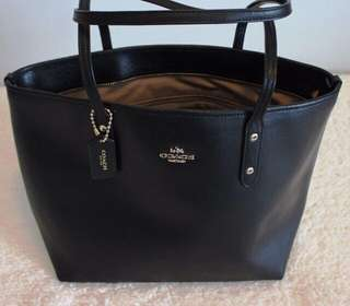 Nwot coach leather tote