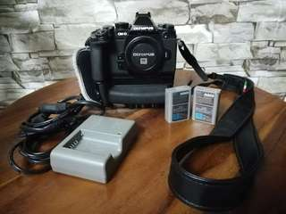 OLYMPUS OMD EM-1 WITH BATTERY GRIP
