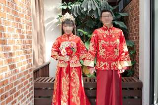Traditional Chinese wedding clothes