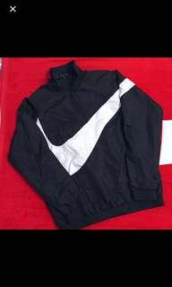 🚚 Nike 立領防風衣