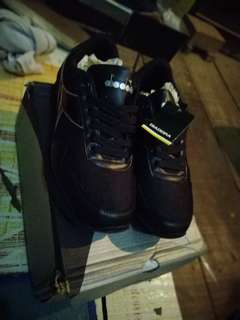 Sepatu DIADORA FULL BLACK