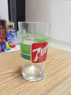 7 Up glass. NOS.