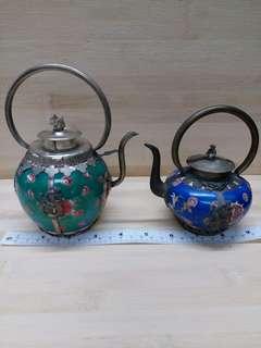一對大約四吋古舊瓷器茶壺擺件