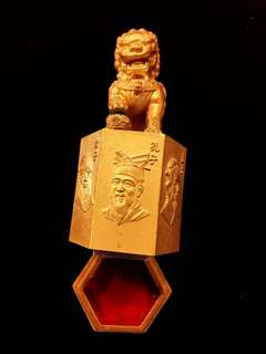 Solid Heavy Golden-Gilt Metal Lion Seal. Carvings of 6 Famous Ancient Chinese Scholars & Philosophers Green Stone Uncut Seal.