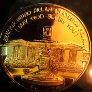 1990 Indonesia Golden Islamic Large Vintage Award Medal Plaque Encased In Clear Bright Yellow Resin. Very beautiful with great eye-appeal.