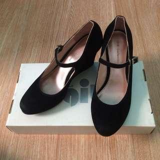 Gibi Black 1inch Heel Shoes