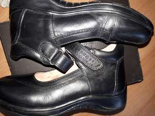 DR. KONG SCHOOL SHOES
