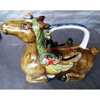 Rare 12 zodiac Horse shape teapot, 稀有十二生肖马形像茶壶, 造型生动色彩丰富