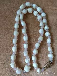 收藏多年16寸長白珊瑚配粉石頸鍊