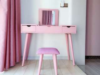Pink vanity set table and stool