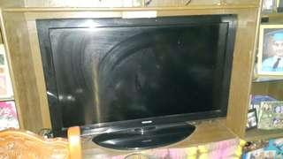 Toshiba 39-inches 1080p LCD HDTV black gloss 🆓 Lexing DVD Video-oke